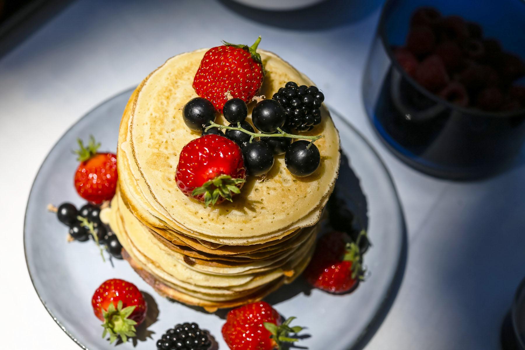Pour une vingtaine de pancakes, il vous faut :  Ingrédients   250 g de farine  11 g de levure chimique (soit un sachet)  70 g de sucre  3 œufs  500 g de… Lire la suite